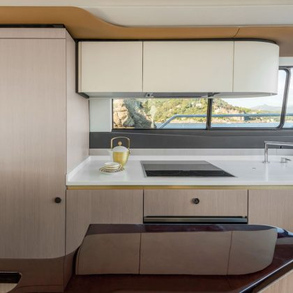98_20171218104030_azimut60_gallery_0011_60-galley_low-res