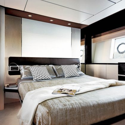82_20170119064424_72-master-cabin-sand-oak-&-glossy-ebony-version_mid-res